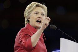 Clinton s'imposa a Sanders en el 'superdimarts del nord-est' i es confirma com a favorita (JOSHUA ROBERTS / REUTERS)