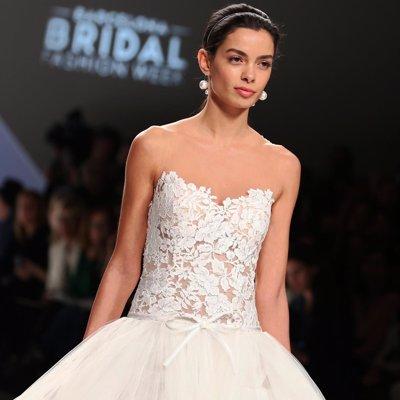 Foto: Rosa Clará abre la Barcelona Bridal Fashion Week con Joana Sanz en la pasarela (JOANA SANZ/CORDON PRESS/EUROPA PRESS)