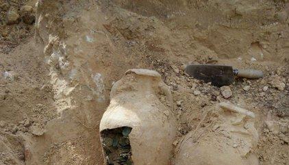 Halladas 19 ánforas con 600 kilos de monedas romanas en unas obras en Tomares