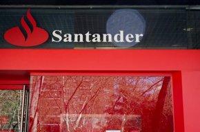 """Foto: El Santander dice que la creación de empleo es """"sólida"""" y prevé que el paro baje del 19% a final de año (EUROPA PRESS)"""