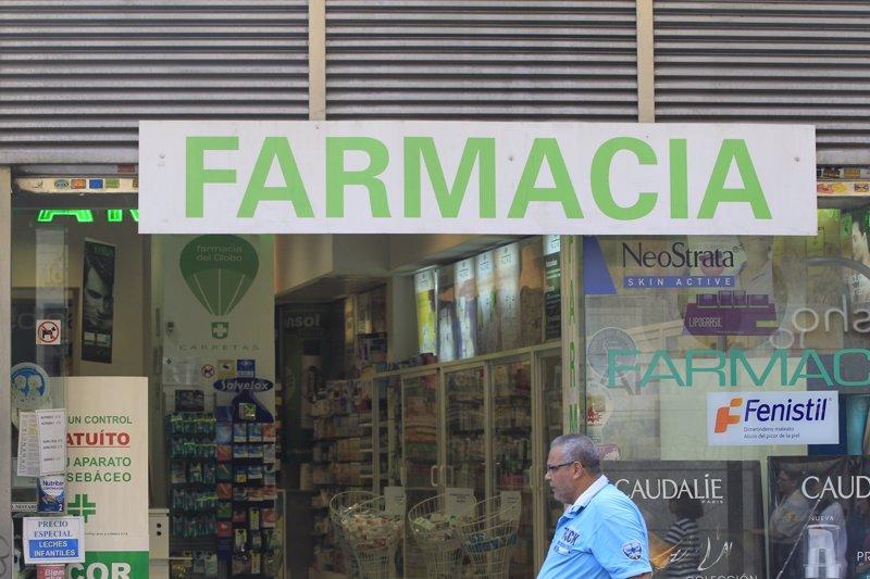La patronal farmacéutica propone a Montoro que el Estado pague las facturas pendientes de las CCAA a las farmacias