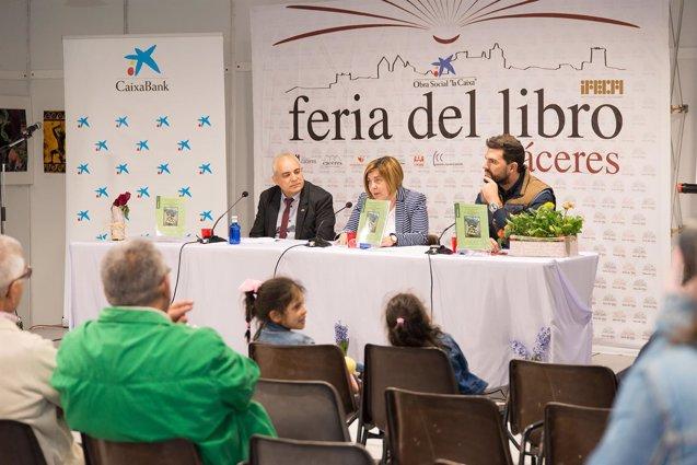 Foto: La Diputación Provincial da a conocer en la Feria del Libro de Cáceres una obra sobre el cementerio alemán de Yuste (IFECA)