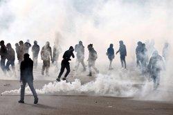 27 detinguts per enfrontaments amb la Policia a la plaça de la República de París (CHARLES PLATIAU / REUTERS)