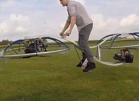 Crea una moto voladora casera y funcional con poco más de dos ventiladores (VÍDEO)