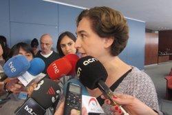 Ada Colau es compromet amb els impulsors de la llei contra la pobresa energètica (EUROPA PRESS)