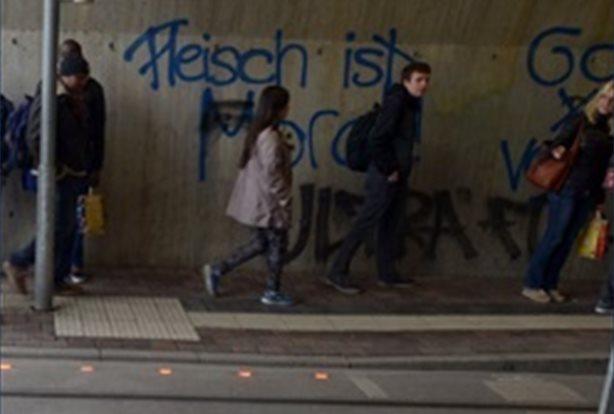 Instalan semáforos en el suelo para que los peatones no levanten la vista del móvil AYTO AUGSBURGO