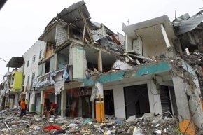 Foto: El balance de muertos tras el terremoto de Ecuador se eleva a 660 (GUILLERMO GRANJA / REUTERS)