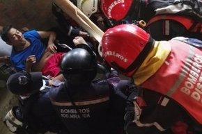 Foto: Rescatan a un hombre de 72 años 13 días después del terremoto de Ecuador (EMBAJADA DE VENEZUELA EN ECUADOR)