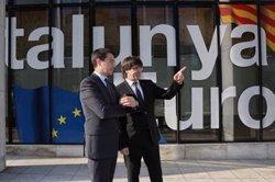 Puigdemont es reuneix amb el president del partit liberal europeu en la seva visita a Brussel·les (JORDI BEDMAR PASCUAL)