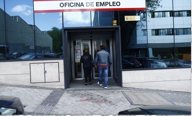El paro baja en personas en abril en galicia - Oficina de empleo galicia ...