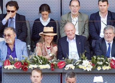 El Rey Juan Carlos y la Infanta Elena inculcan a Victoria Federica su pasión por el tenis