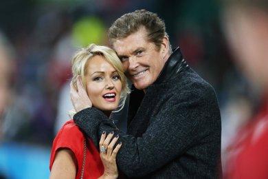 David Hasselhoff se compromete con su novia... ¡A la que saca 27 años!