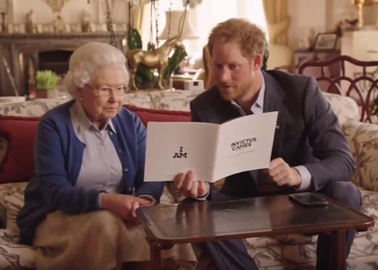 """El vídeo viral del """"pique"""" entre la Familia Real Británica y la Casa Blanca"""