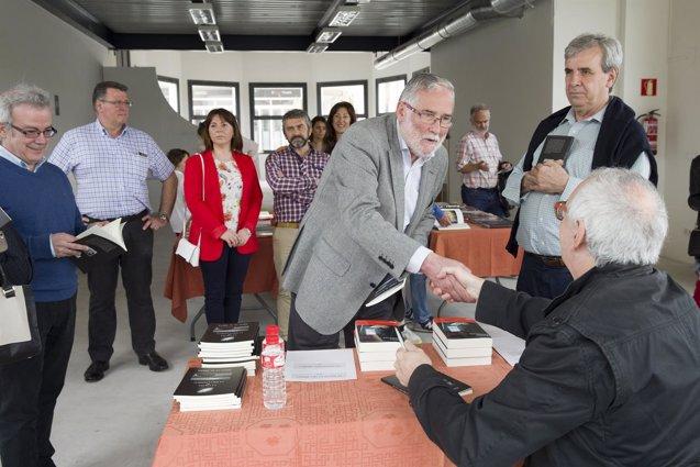 Foto: Actos literarios de homenaje a la jibia ponen fin a las jornadas 'Noja en su tinta' (GOBIERNO)