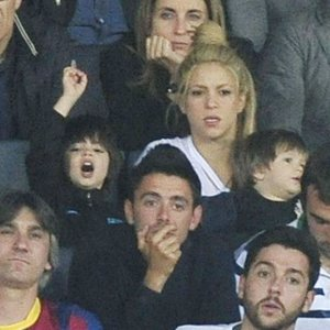 Shakira, una madraza que apoya a Piqué desde la grada