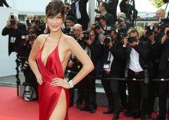 Bella Hadid ¿llevó o no ropa interior con su vestido rojo...