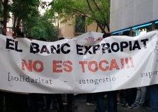 Un detingut i 15 ferits després del desallotjament de la sucursal ocupada a Barcelona (EUROPA PRESS)