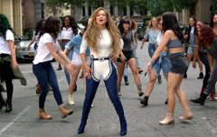 Las extravagantes botas de Jennifer Lopez en 'Ain't Your Mama' son un regalo de Rihanna