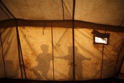 Save the Children estima que 4.000 nens podrien quedar desprotegits després de l'evacuació (STOYAN NENOV)