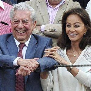 Isabel Preysler y Vargas Llosa derrochan 'amor adolescente' en Las Ventas