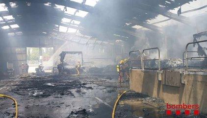 ACTUALIZACIÓ:Un incendi crema un taller de camions a Porqueres