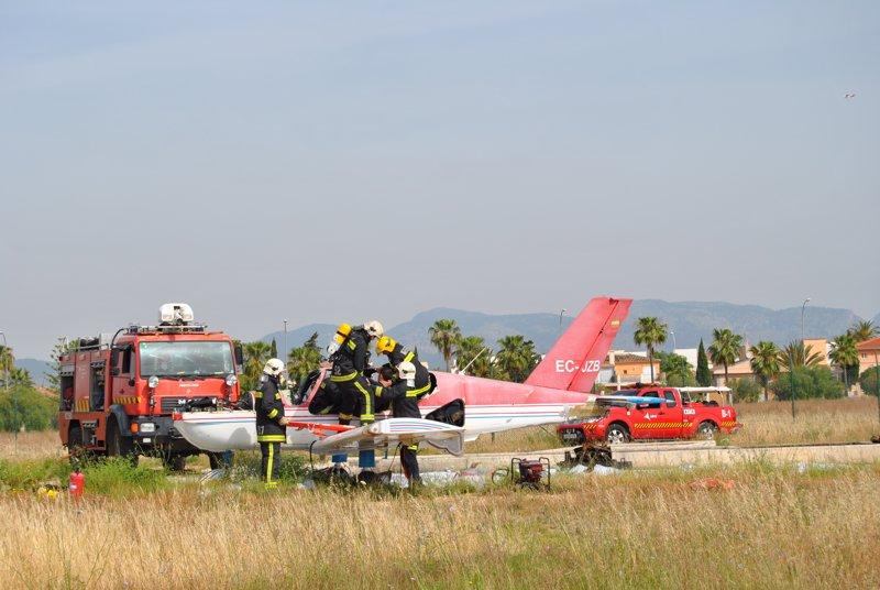 El aeropuerto de Son Bonet acoge un simulacro de accidente aéreo con una avioneta