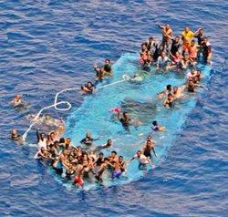Bolca una embarcació amb uns 100 immigrants a bord prop de la costa de Líbia (EUNAVFORMED)