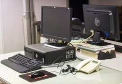 L'accés a internet podria treure de la pobresa 500 milions de persones, segons un estudi de PWC (RAQUEL ABULAILA)