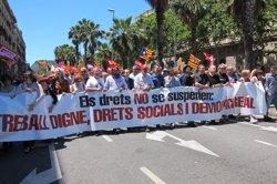 Prop de 8.000 persones es manifesten a Barcelona contra la suspensió de lleis catalanes (EUROPA PRESS)