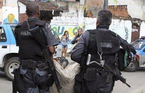 Foto: Las autoridades continúan buscando a los culpables de una violación colectiva en Brasil (REUTERS)