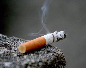 ¿Podría considerarse el tabaquismo pasivo maltrato infantil? (LANIER67/FLICKR)