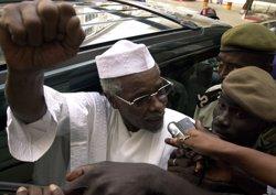 L'expresident txadià Habré, condemnat a cadena perpètua per crims contra la Humanitat (STR NEW/REUTERS)