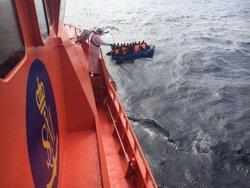 Rescatades 33 persones d'origen subsaharià d'una pastera a l'illa d'Alborán (EUROPA PRESS/SALVAMENTO MARÍTIMO)