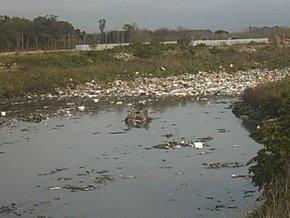 Foto: Vecinos de Buenos Aires trabajan para sanear el río Reconquista (COMMONS.WIKIMEDIA)