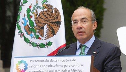 El expresidente mexicano Felipe Calderón, ileso tras un accidente de tráfico
