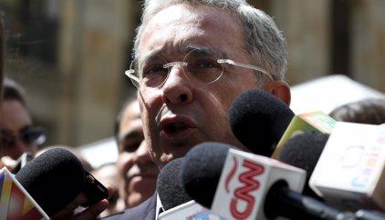 Uribe descarta reunirse por el momento con 'Timochenko'