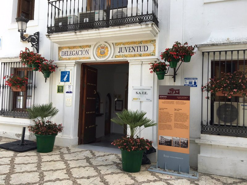 La oficina del sate en estepona atiende a m s de for Unicaja barcelona oficinas