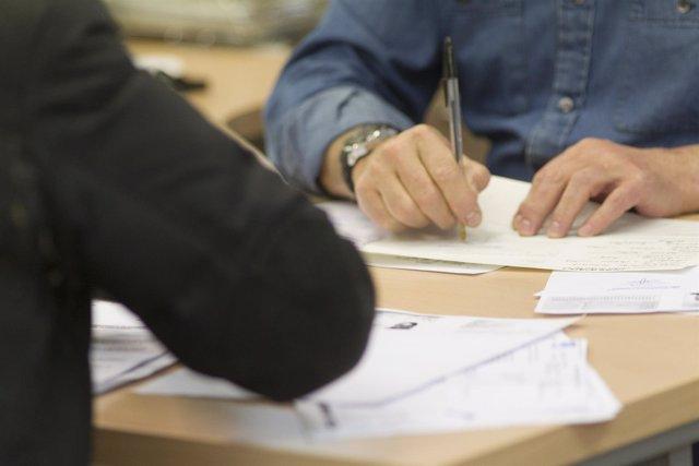 Cantabria lidera el crecimiento del coste laboral en i for Oficina empleo cantabria