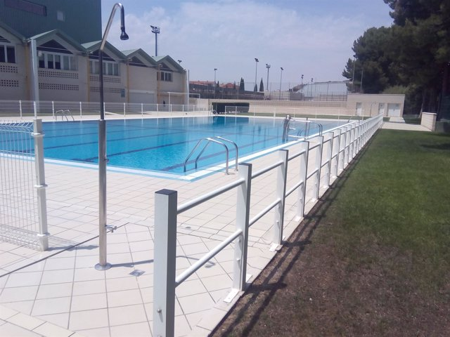 La piscina municipal de alca iz abre este domingo for Piscina municipal zaragoza