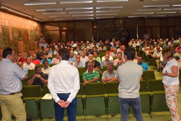 Foto: Empresarios abordan con la presidenta de Diputación de Cáceres la situación del sector (DIPUTACIÓN CC)