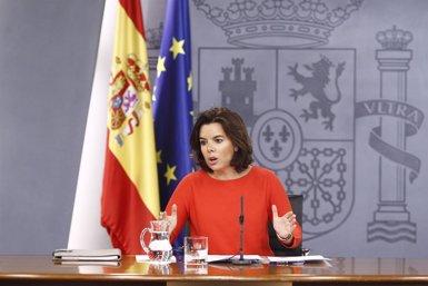 Sáenz de Santamaría avisa de que prorrogar los PGE implicaría congelar pensiones y sueldos públicos (EUROPA PRESS)