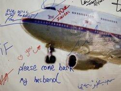 La recerca del MH370 se suspendrà si no troben l'avió a la zona actual (OLIVIA HARRIS / REUTERS)