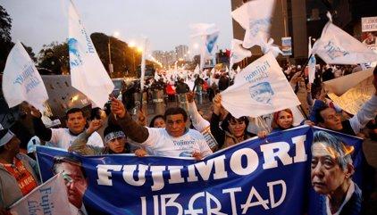 Cientos de personas piden el indulto de Alberto Fujimori