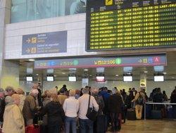 Vueling atribueix a regulacions de l'aeroport els seus retards i cancel·lacions al Prat (EUROPA PRESS)