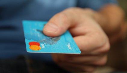 ¿En qué bancos se puede sacar dinero gratis en el extranjero?