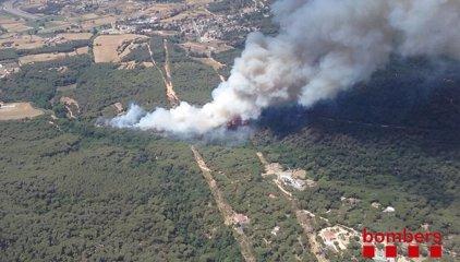 Bombers de la Generalitat treballa en un incendi a Blanes (Girona)