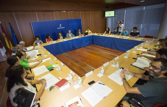 Foto: Junta priorizará en los presupuestos 2017 la Estrategia contra la Pobreza (EUROPA PRESS/JCCM)