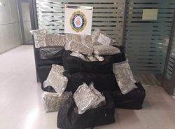 La Urbana deté un conductor amb 150 quilos de marihuana al maleter (GUARDIA URBANA)