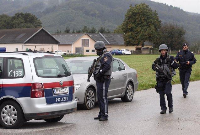 Foto: Desarticula una red de tráfico de seres humanos que llevaba a extranjeros al centro de Europa (HEINZ-PETER BADER / REUTERS)
