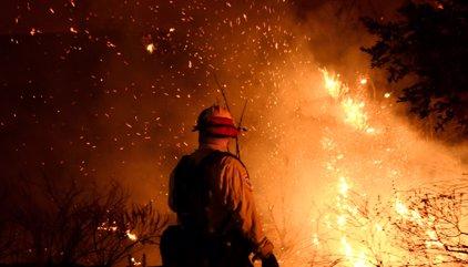 EUA.- L'incendi de Califòrnia amenaça ja 10.000 habitatges